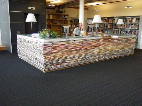 spesso Scrivania con libri riciclati - MukkaMu IO32