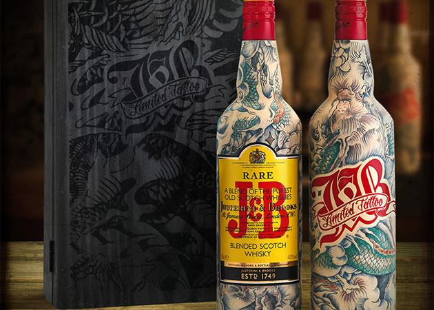 J&B Realizza Bottiglie di Whisky Tatuate